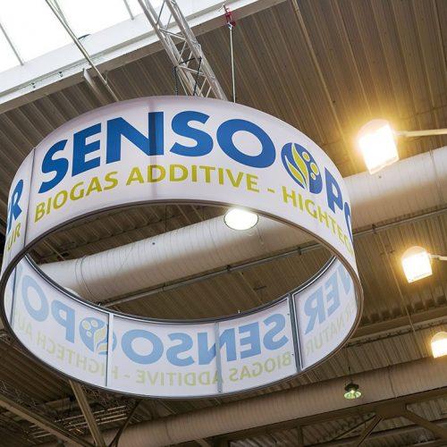 expokom GmbH | Messestand Deckenbefestigung Sensopower