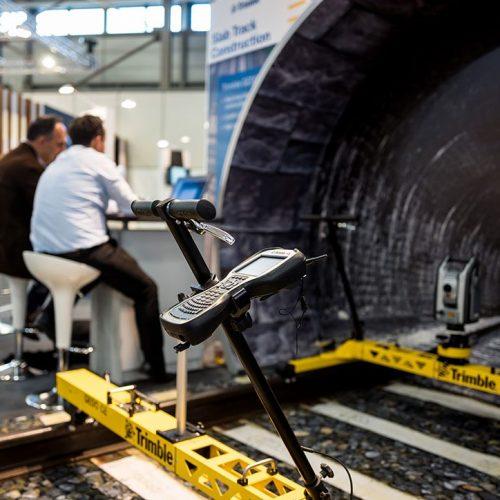expokom GmbH | Messestand Vorfuehrgeraet Trimble